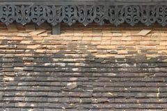Vecchie mattonelle di tetto dell'assicella Immagini Stock