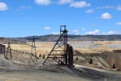 Vecchie miniere in collina Montana fotografie stock libere da diritti
