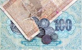 Vecchie monete e banconote scadute Monete bulgare e moneta d'argento Fotografia Stock
