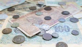 Vecchie monete e banconote scadute Monete bulgare e moneta d'argento Fotografia Stock Libera da Diritti