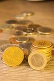 Vecchie monete impilate Immagini Stock Libere da Diritti