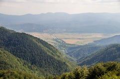 Vecchie montagne di Balcani e valli, Bulgaria Fotografia Stock