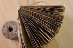 Vecchie pagine su legno fotografie stock