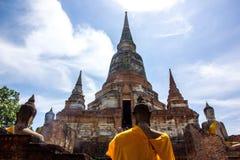 Vecchie pagoda e statua tailandesi di Buddha immagine stock libera da diritti