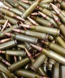 Vecchie pallottole arrugginite e verdi fotografia stock