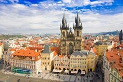 Vecchie piazza e chiesa del vergine Maria Before Tyn, Praga, repubblica Ceca Fotografia Stock