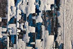 Vecchie plance di legno con il resti di petrolio-pittura incrinata Fotografie Stock