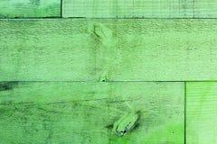 Vecchie plance di legno rustiche della parete verde grungy e stagionata come fondo senza cuciture di struttura di legno Fotografie Stock