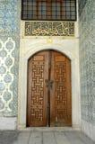 Vecchie porte di legno decorate Fotografia Stock