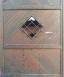 Vecchie porte di legno di un casttle fotografia stock