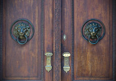 Vecchie porte, maniglie, serrature, grate e finestre Immagini Stock Libere da Diritti