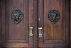 Vecchie porte, maniglie, serrature, grate e finestre Fotografia Stock Libera da Diritti
