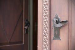 Vecchie porte, maniglie, serrature, grate e finestre Fotografie Stock
