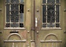 Vecchie porte, maniglie, serrature, grate e finestre Immagini Stock