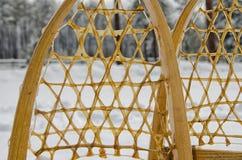 Vecchie racchette da neve tradizionali immagini stock