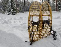Vecchie racchette da neve tradizionali fotografia stock