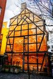 Vecchie retro case variopinte d'annata dentro nella vecchia parte della città a Copenhaghen Immagini Stock Libere da Diritti