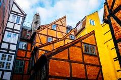 Vecchie retro case variopinte d'annata dentro nella vecchia parte della città a Copenhaghen Fotografie Stock Libere da Diritti