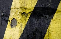 Vecchie righe gialle e nere di emergenza Fotografie Stock