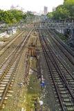 Vecchie rotaie arrugginite che conducono alla stazione centrale di Mumbai Fotografie Stock Libere da Diritti