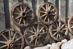 Vecchie rotelle del carrello del cavallo Fotografia Stock