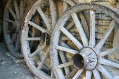 Vecchie rotelle di legno Fotografie Stock Libere da Diritti