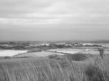 Vecchie rovine del castello di Sarum a Salisbury in bianco e nero fotografie stock
