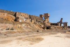 Vecchie rovine della fabbrica dello zolfo alla miniera abbandonata immagini stock libere da diritti