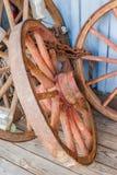 Vecchie ruote di vagone antiche Fotografia Stock