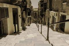 Vecchie scala a La Valletta, Malta fotografia stock libera da diritti