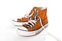 Vecchie scarpe da tennis fotografie stock libere da diritti