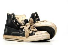 Vecchie scarpe da tennis della tela di canapa o pattini correnti Fotografia Stock Libera da Diritti