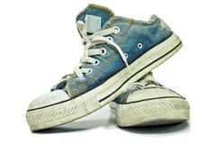 Vecchie, scarpe da tennis sporche Fotografia Stock Libera da Diritti