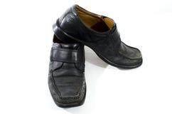 Vecchie scarpe di cuoio nere utilizzate ed indossate Immagini Stock Libere da Diritti
