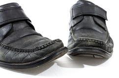 Vecchie scarpe di cuoio nere utilizzate ed indossate Fotografie Stock