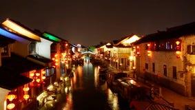 Vecchie scene cinesi di notte della città Immagini Stock