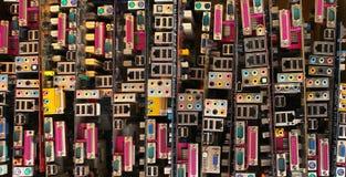 Vecchie schede madri del computer Mucchi di hardware obsoleto e dei componenti elettronici immagini stock libere da diritti