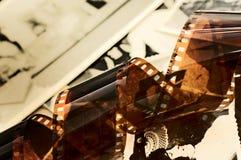 Vecchie striscia della pellicola e priorità bassa delle foto Immagine Stock