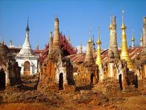 Vecchie tempie in Birmania ad un giro immagini stock libere da diritti