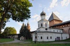 Vecchie torri del Cremlino di Novgorod, Veliky Novgorod, Russia Fotografia Stock