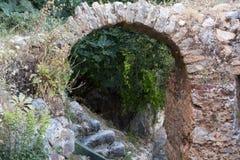 Vecchie vie sulla collina del castello in Alanya Fotografia Stock