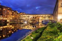 vecchio της Φλωρεντίας Ιταλία γ& Ποταμός Arno τη νύχτα Στοκ εικόνες με δικαίωμα ελεύθερης χρήσης