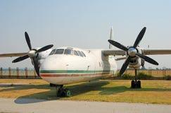 Vecchio aeroplano abbandonato AN-24 Fotografia Stock