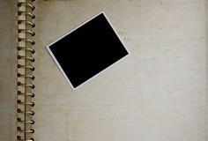 Vecchio album con la foto Fotografie Stock Libere da Diritti