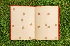 Vecchio album di foto con le pagine in bianco Immagini Stock Libere da Diritti