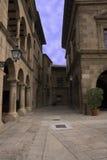 Vecchio alleyway di Barcellona Fotografie Stock Libere da Diritti