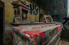 vecchio altare con colore rosso Immagini Stock