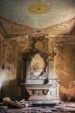 Vecchio altare demolito della chiesa Fotografie Stock