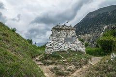 Vecchio altare - vista dalla traccia del circuito di Annapurna Fotografia Stock