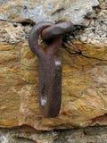 Vecchio anello del cavallo sulla parete immagini stock